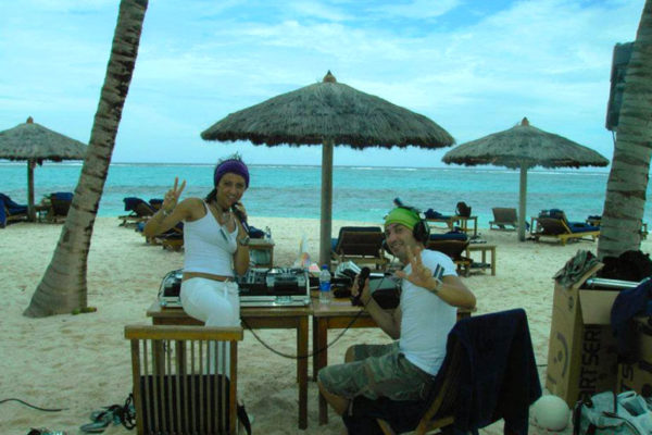 radio-beach
